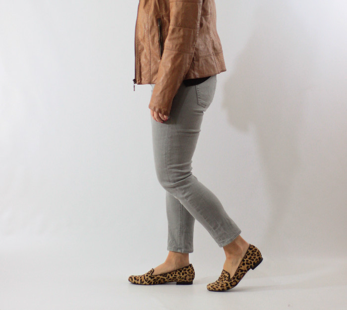 gray jeans black tee 4
