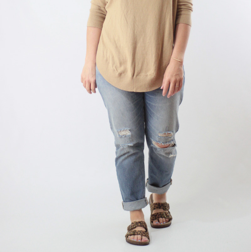 boyfriend levi's jeans and leopard sandals 1